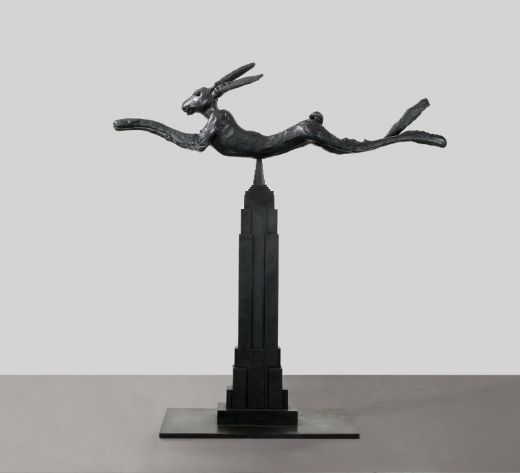 oeuvres Six Foot Leaping Hare on Empire State Barry Flanagan